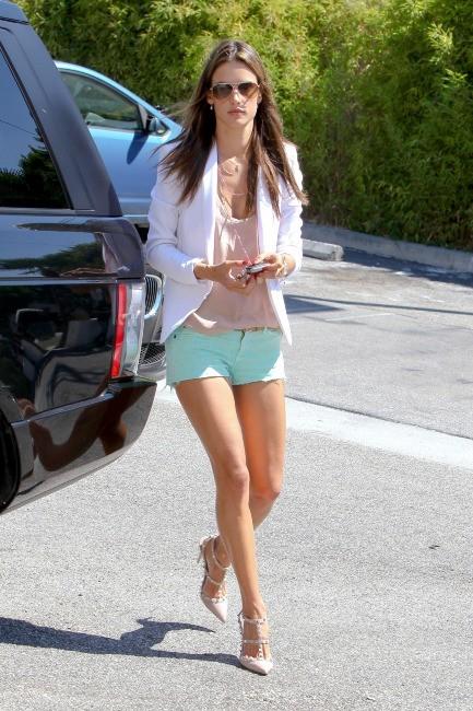 Alessandra Ambrosio à Santa Monica, le 24 septembre 2012.