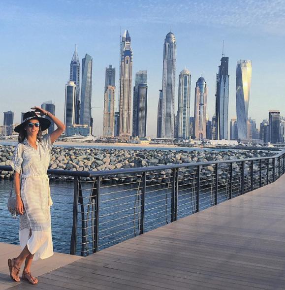 Photos : Alessandra Ambrosio : voilée en vacances !