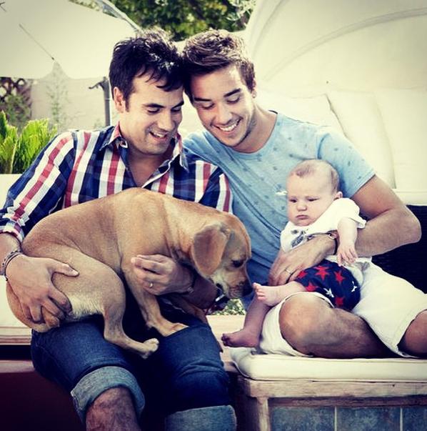 Photos : Alex Goude : découvrez Romain et Elliot, les deux hommes de sa vie !