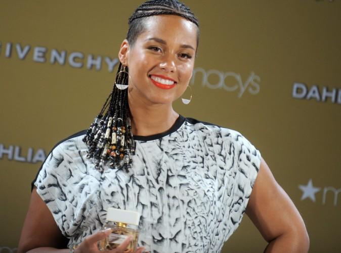 Alicia Keys : en mission promotion pour Givenchy, elle affiche discrètement ses formes de femme enceinte !
