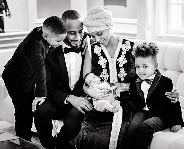 Alicia Keys : les premiers clich�s de son adorable b�b� !