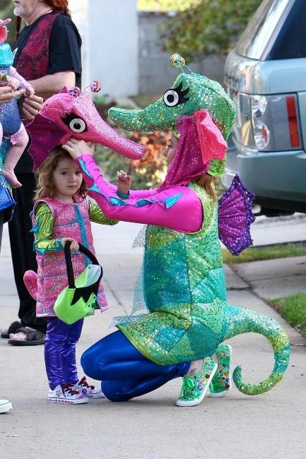 Alyson Hannigan en famille, Los Angeles, 31 octobre 2012.