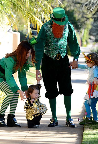 Alyson Hannigan en famille à Los Angeles le 31 octobre 2013