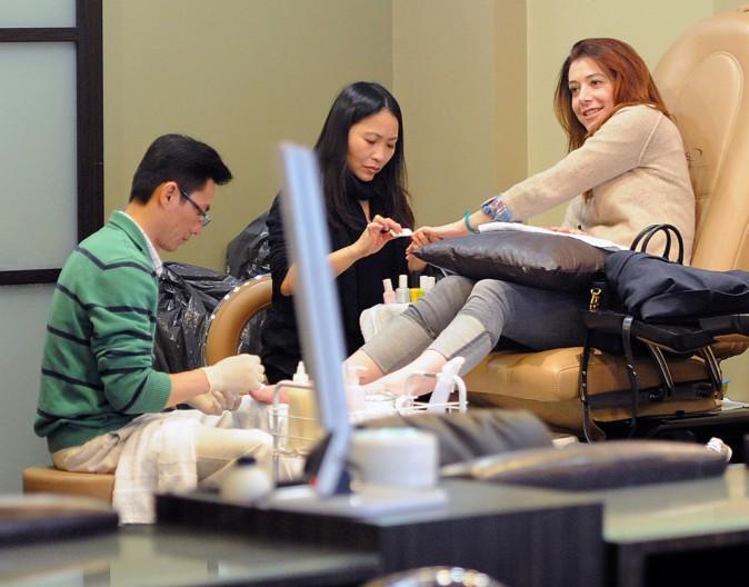 Photos : Alyson Hannigan : la star de How I Met Your Mother voudrait faire enlever ses tatouages !