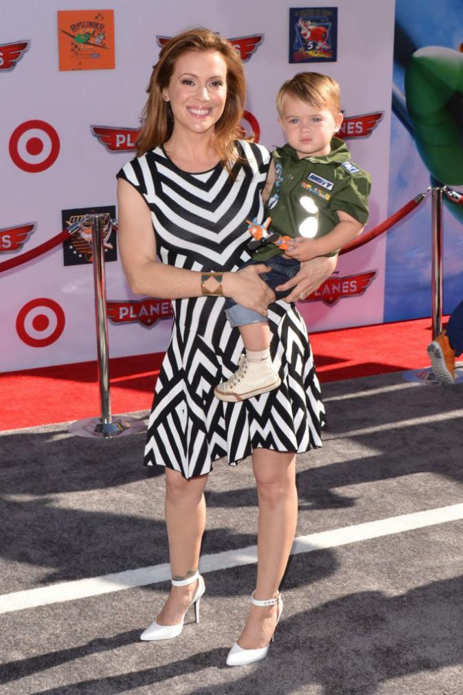 """Alyssa Milano et son fils Milo lors de la première du film d'animation """"Planes"""" à Los Angeles, le 5 août 2013."""