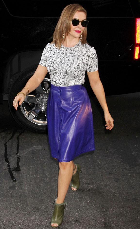 """Alyssa Milano à son arrivée devant les studios de """"Live with Kelly"""", à New-York, le 22 octobre 2013"""