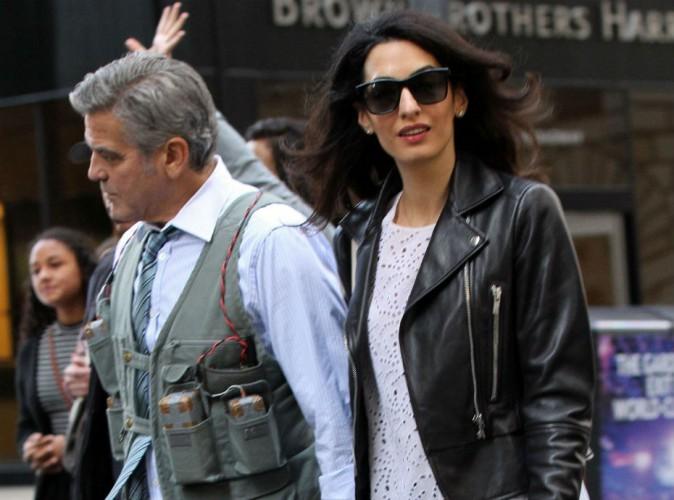 Amal Clooney : canon en look rock pour retrouver son George, pris en otage !