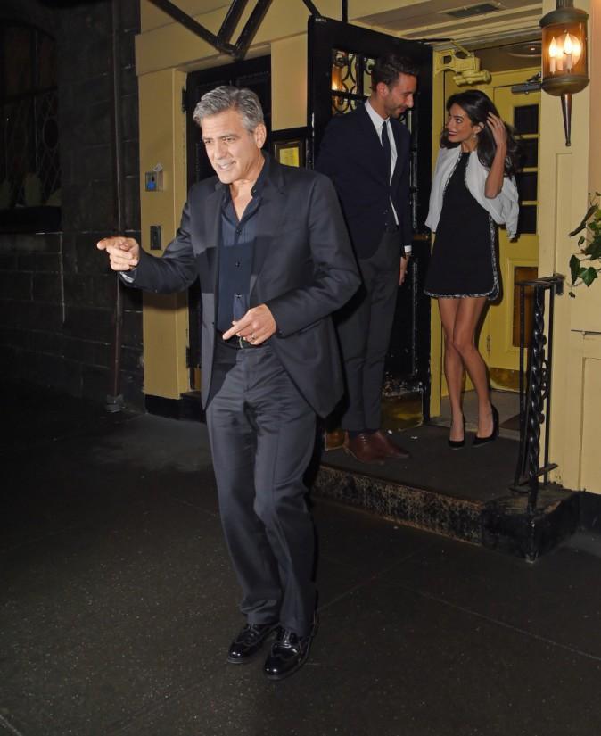 Photos : Amal Clooney affiche ses longues gambettes pour un diner romantique avec George !