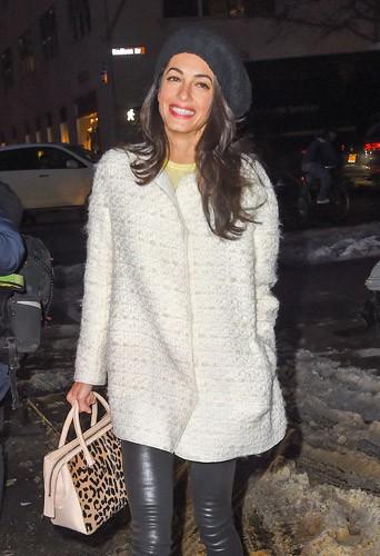 Photos : Amal Clooney : poupée radieuse avec George vs prof de droit sexy à New York !