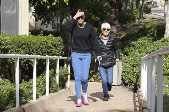 Photos : Amanda Bynes : la star abandonne enfin son look extravagant !