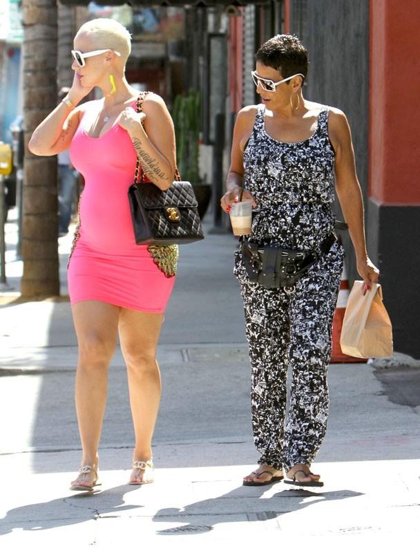 Amber Rose enceinte dans les rues de Los Angeles hier
