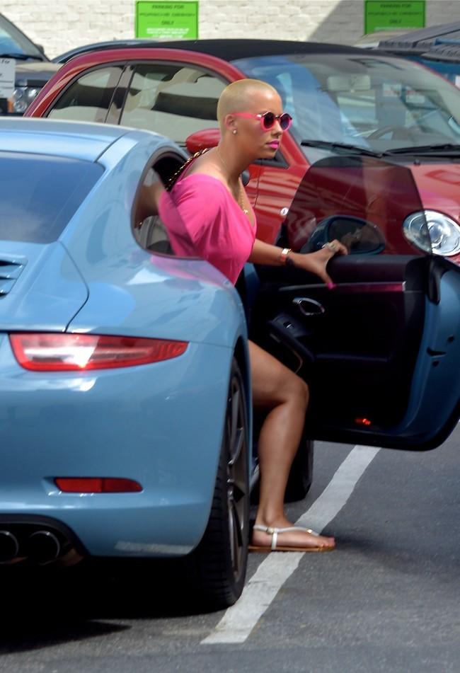 Amber Rose et Wiz Khalifa en sortie shopping à Beverly Hills le 6 juin 2013