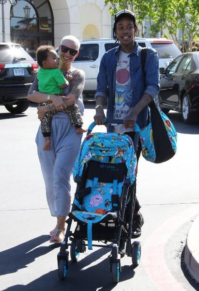 Amber Rose et Wiz Khalifa avec leur fils à Calabasas, le 17 mars 2014.