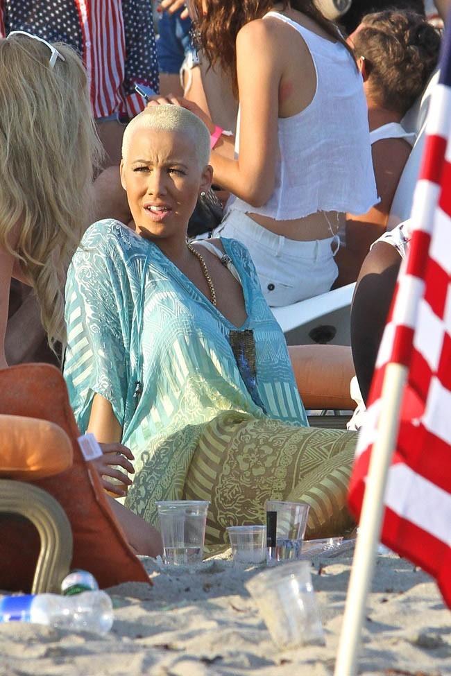 Amber Rose à la fête organisée par Paris Hilton à Malibu le 4 juillet 2013