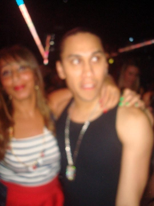 Taboo des Black Eyed Peas avec notre journaliste Public, Nadia... Photo floue mais c'est pas grave, c'est TABOOOOO !