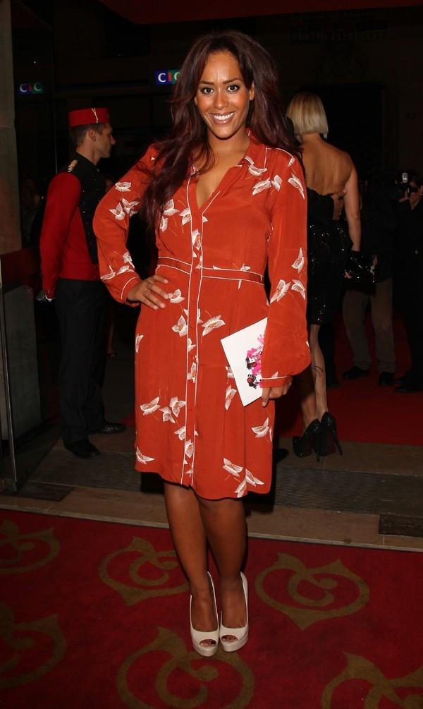 Amel Bent au gala de l'aide à l'enfant réfugié à Paris le 24 septembre 2012