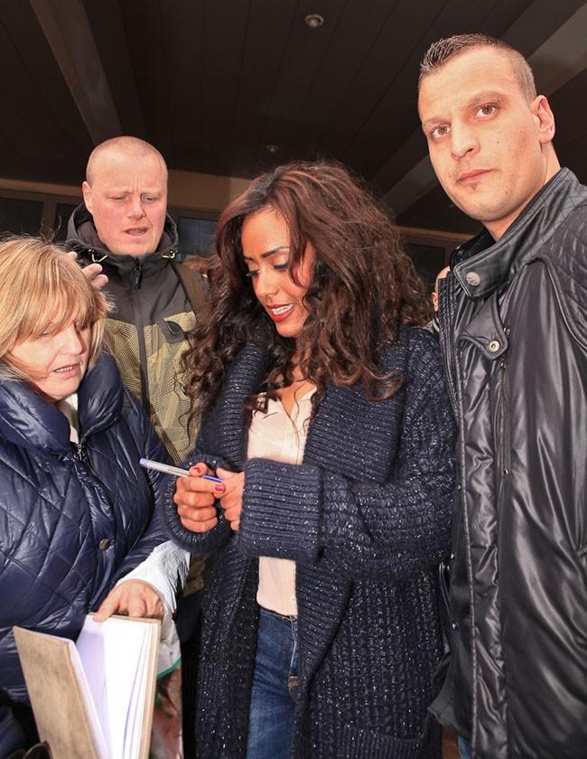 """Amel Bent à Lille pour le concert caritatif """"Une nuit à Makala"""" le 8 avril 2013"""