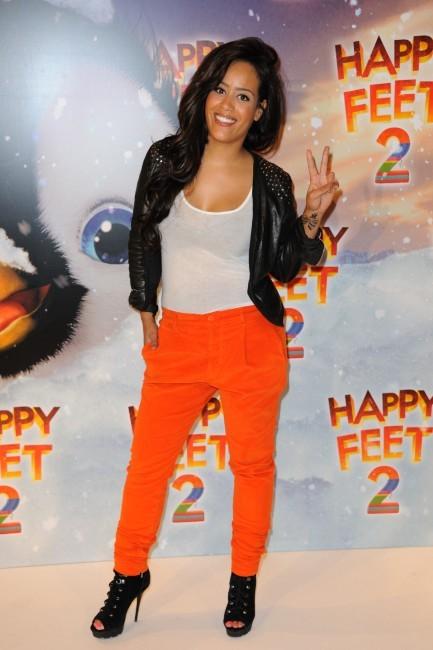 """Amel Bent lors de la première du film d'animation """"Happy Feet 2"""" à Paris, le 4 décembre 2011."""