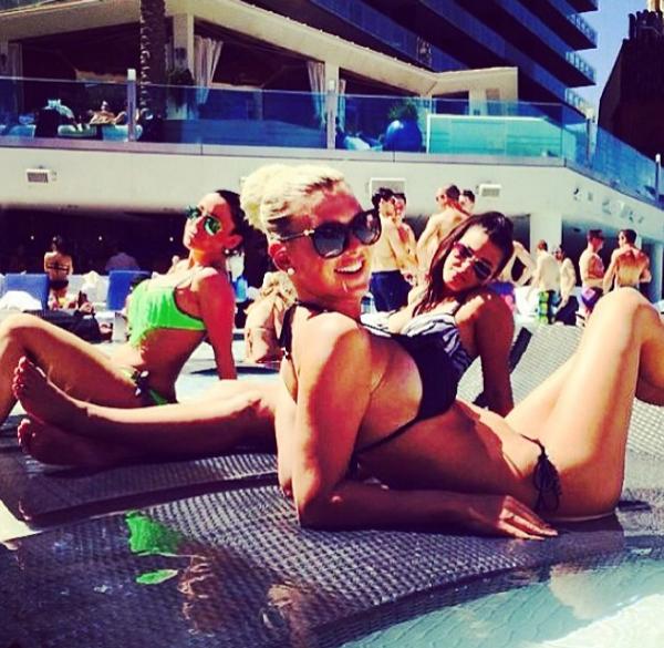 Photos : Amélie Neten : elle se la coule douce à Vegas !