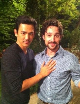 John Cho et Thomas Ian Nicholas.