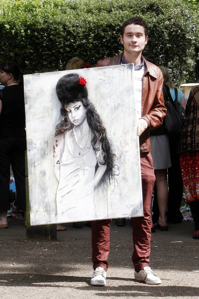 Les fans d' Amy Winehouse sont venus déposer des cadeaux pour elle