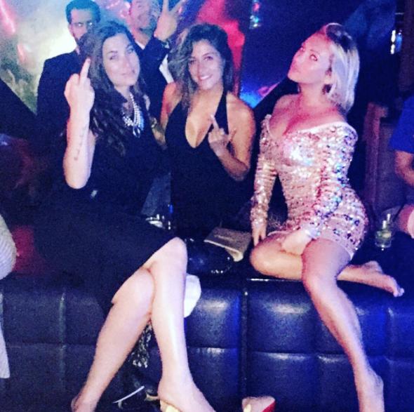 Photos : Anaïs Camizuli : bien entourée à Miami...