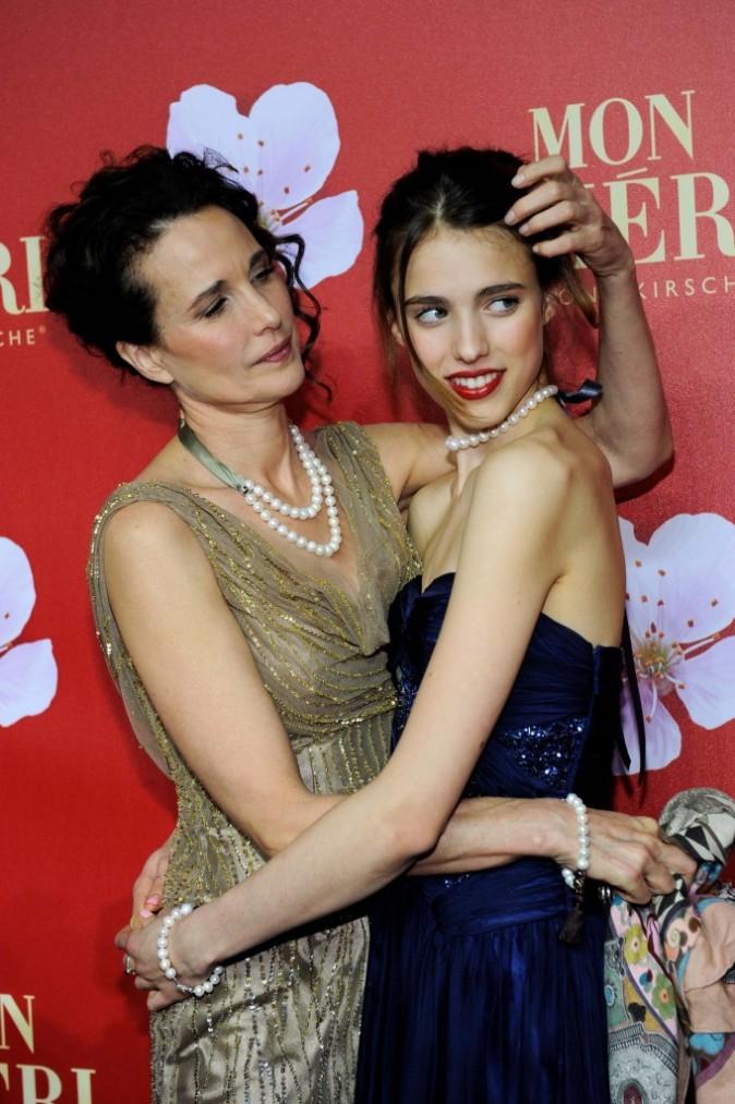 Andie MacDowell et sa fille Sarah Margaret Qualley lors d'un gala de charité à Munich, le 3 décembre 2011.