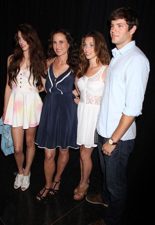 Andie MacDowell et trois de ses quatre enfants, Sarah, Rainey et Justin !
