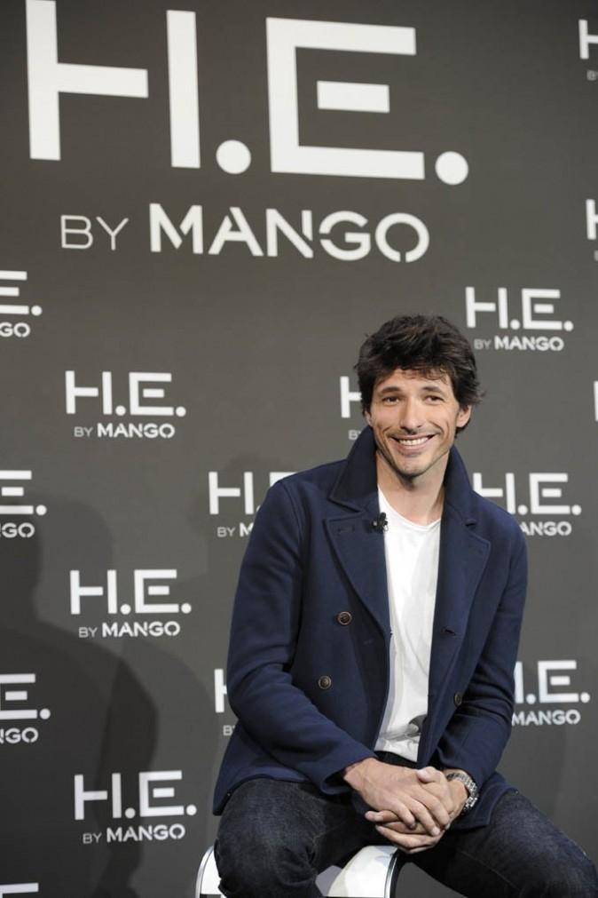 Andrés Velencoso en conférence de presse pour Mango à Madrid le 10 janvier 2013