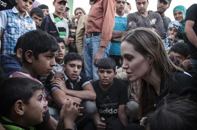 Angelina Jolie le 18 juin 2013 à la frontière jordano-syrienne