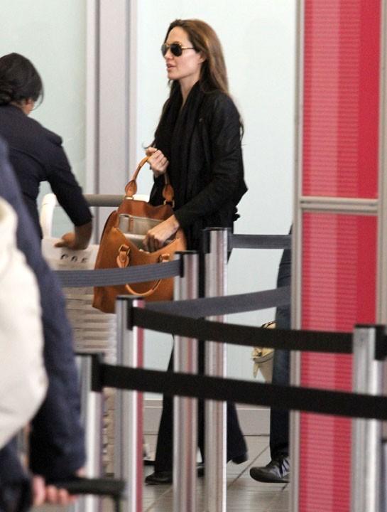 Hier, à l'aéroport de L.A sans Brad ni les enfants...