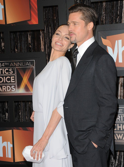 Brad Pitt et Angelina Jolie en 2009 très collés-serrés pour les Critics Choice Awards !