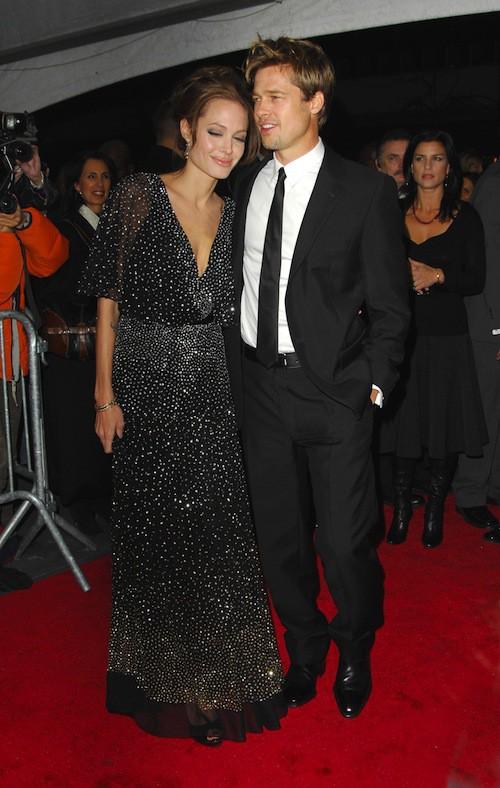 En décembre 2006, Brad Pitt et Angelina Jolies'affichent déjà très complices !