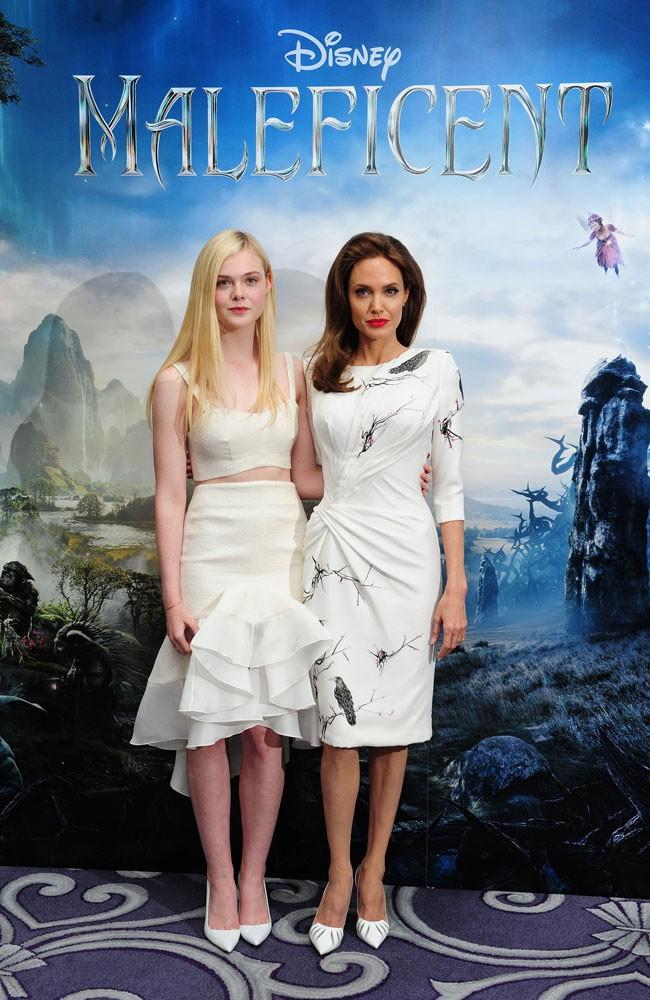 """Elle Fanning et Angelina Jolie au photocall de """"Maléfique"""" organisé à Londres le 9 mai 2014"""