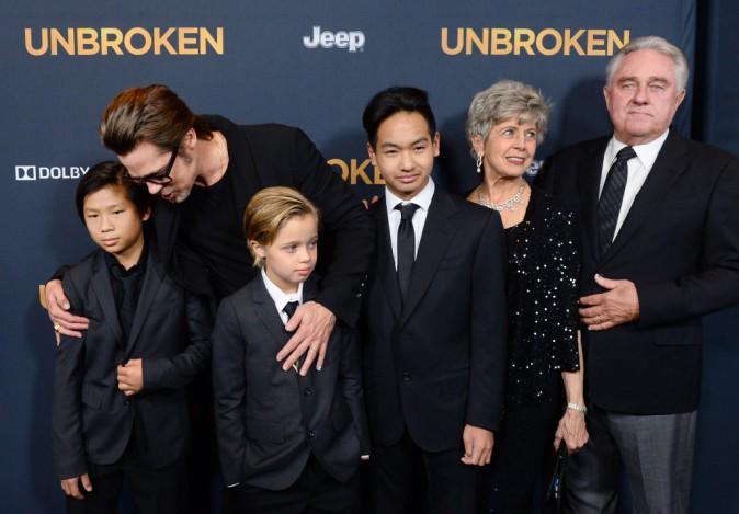 Brad Pitt, Pax Thien Jolie-Pitt, Shiloh Nouvel Jolie-Pitt, Maddox Jolie-Pitt, Jane Pitt et William Pitt le 15 décembre 2014