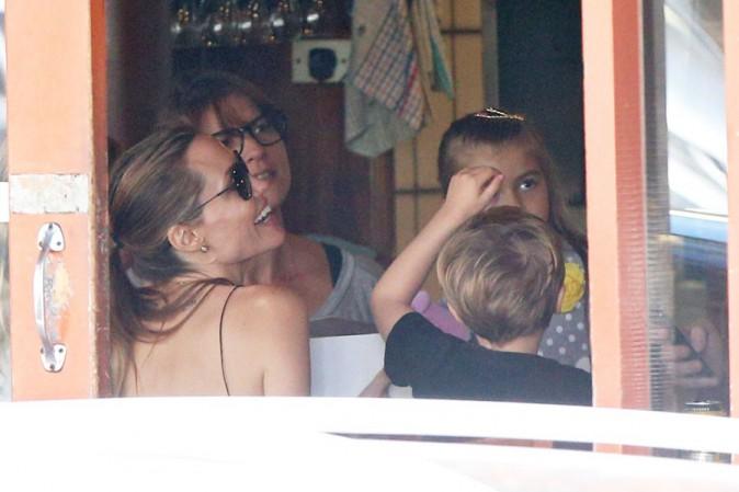 Angelina Jolie avec avec ses jumeaux Vivienne et Knox à Sydney le 24 novembre 2013