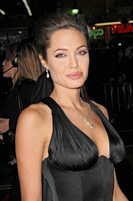 Angelina Jolie lors de la première du film alexandre à Los Angeles, le 16 novembre 2004.