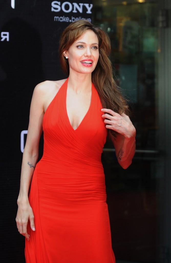 """Angelina Jolie lors de la première du film """"Salt"""" à Moscou, le 25 juillet 2010."""
