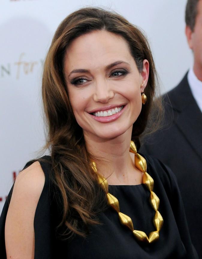 Angelina Jolie adopte trois nouveaux bébés...