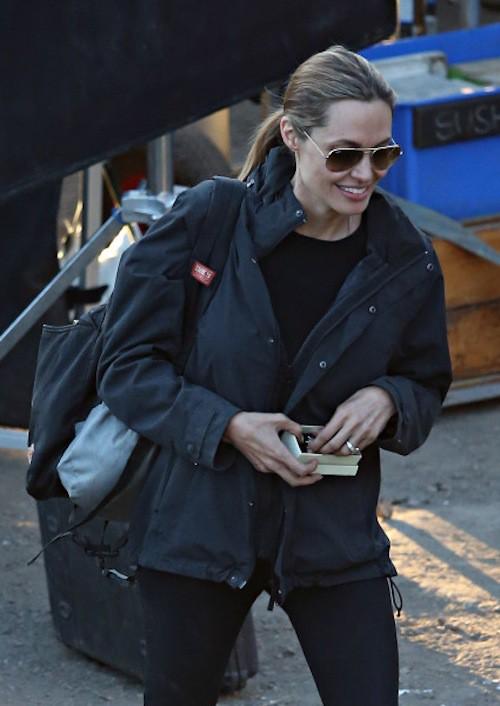 Photos : Angelina Jolie : un diamant un peu trop gros à son doigt pour passer inaperçu !