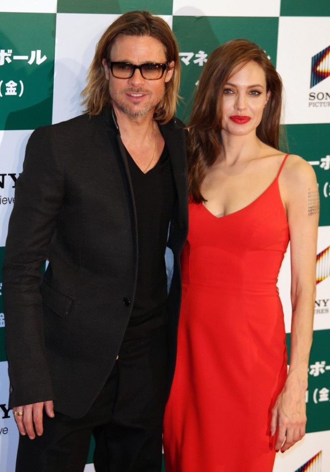 Brad Pitt et Angelina Jolie lors de la première du film Moneyball au Japon, le 8 novembre 2011.