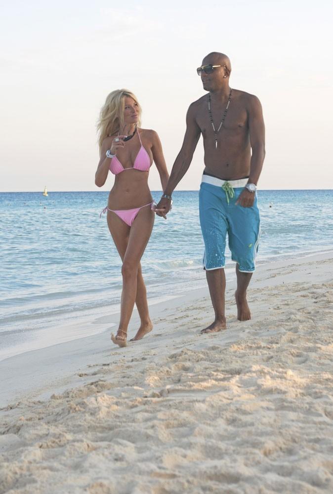 Photos : bikini rose pour Madame, short bleu pour Monsieur, voici Barbie et Ken !