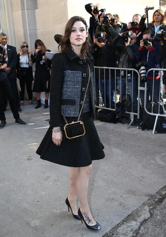 Astrid Bergès-Frisbey au défilé Chanel organisé au Grand Palais le 30 septembre 2014