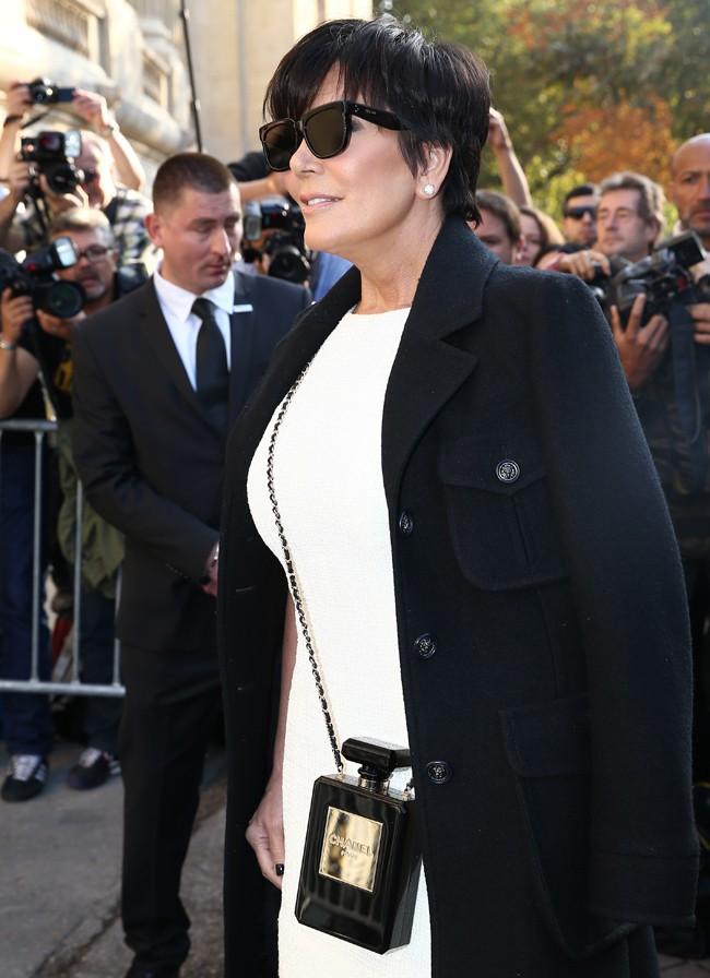 Kris Jenner au défilé Chanel organisé au Grand Palais le 30 septembre 2014