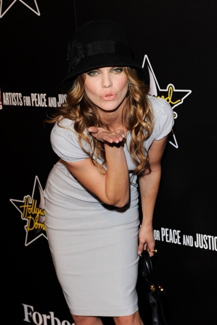 AnnaLynne McCord lors de la soirée Hollywood Domino Gala and Tournament à Hollywood, le 23 février 2012.