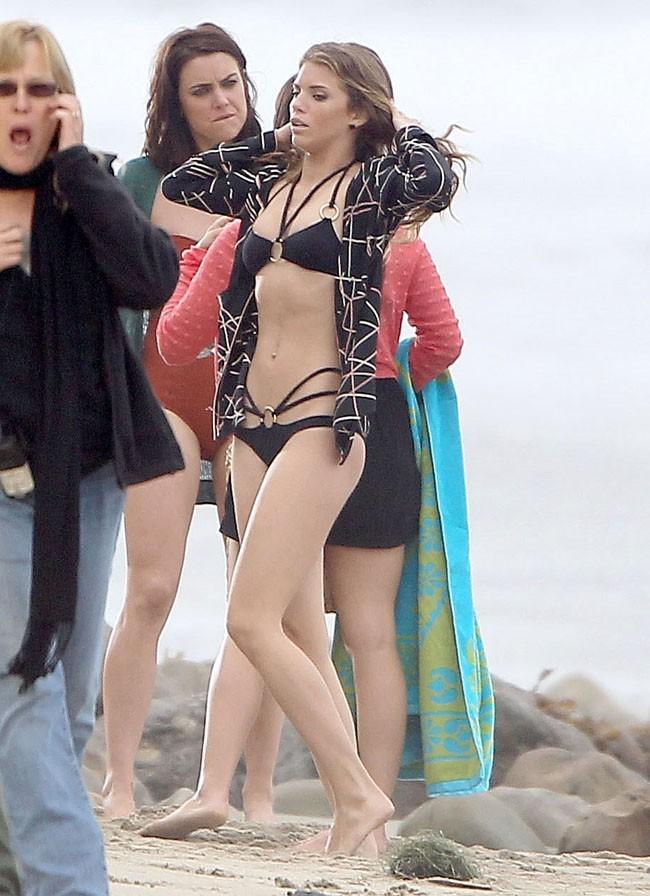 AnnaLynne McCord sexy en bikini le 24 juillet 2012 à Malibu