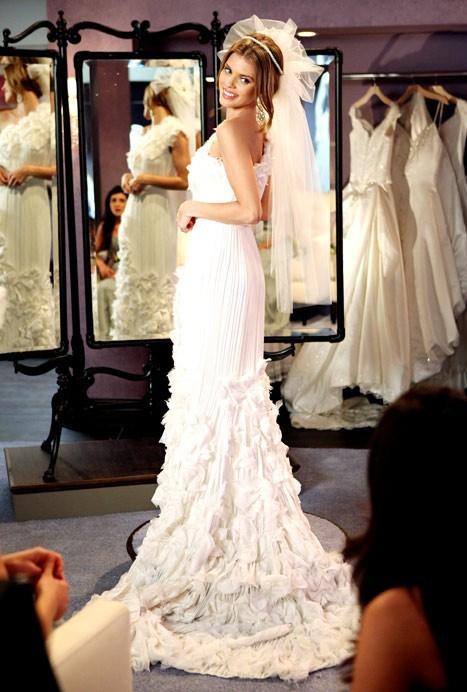 Une mariée stylée...et visiblement heureuse !