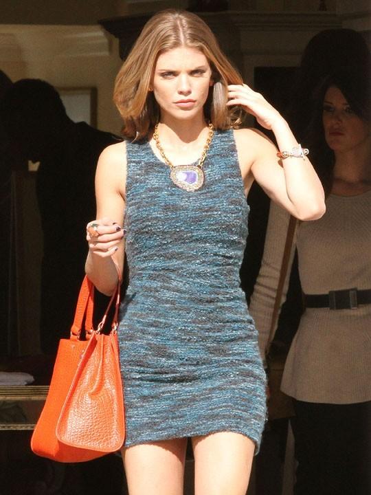 AnnaLynne McCord sur le tournage de 90210 à Los Angeles le 12 novmebre 2012