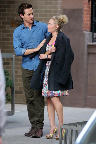 AnnaSophia Robb sur le tournage de The Carrie Diaries avec son nouveau love interest