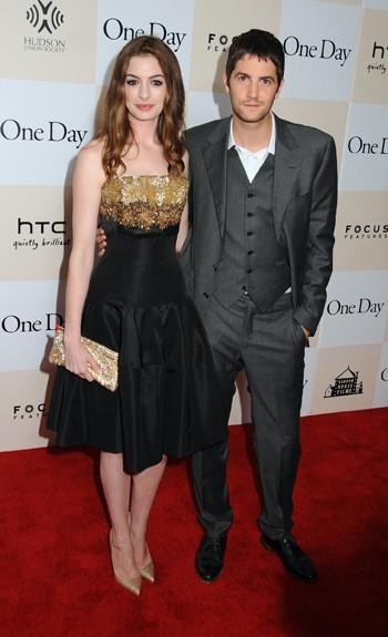 """Anne Hathaway et Jim Sturgess lors de la première du film """"One Day"""" à New York, le 8 août 2011."""